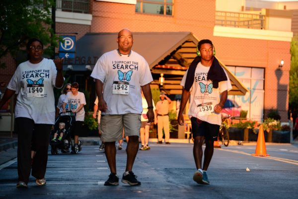 Donating their steps to the Walk Around the World for Brain Tumours 2016 the Ferguson family (Hillary L, Chavis Ferguson II, and Chavis) round the final curve of the 1K